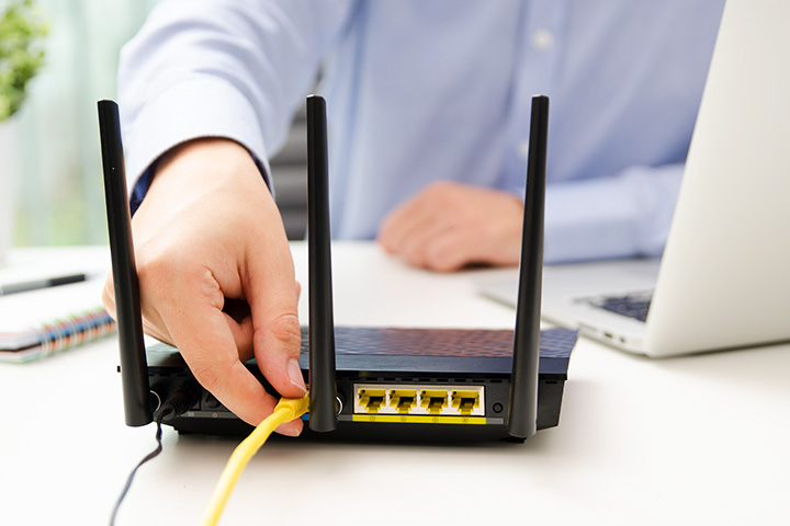 man-plugging-in-router